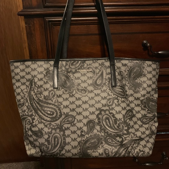 9954843f7661 Michael Kors emry Large top zip tote paisley. M_5cb40b118557afb56c3be45a.  Other Bags ...